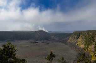 ハワイ州 ハワイ島 ハワイ火山国立公園のキラウエアカルデラの写真素材 [FYI04528532]