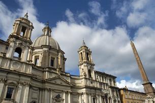 イタリア ローマ メヴォーナ広場の歴史的建造物の写真素材 [FYI04528545]