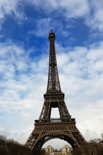 フランス パリ エッフェル塔の写真素材 [FYI04528619]
