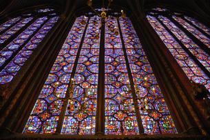 フランス パリ ステンドグラスの窓の写真素材 [FYI04528620]