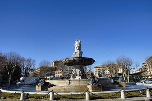 フランス プロバンス地方 エクサンプロバンスのドゴール広場のロトンド噴水の写真素材 [FYI04528629]