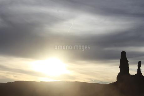 The・西部劇(ナバホ族の聖地)  モニュメントバレー(アメリカ)の写真素材 [FYI04528803]