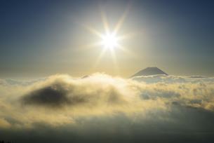 山梨県 雲海と富士山と太陽の写真素材 [FYI04528829]