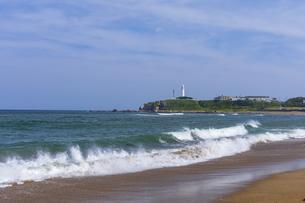 犬吠埼灯台と君ヶ浜海岸の写真素材 [FYI04528966]