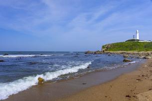 犬吠埼灯台と君ヶ浜海岸の写真素材 [FYI04528970]