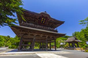 建長寺の三門と鐘楼の写真素材 [FYI04529086]