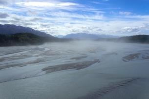 アラスカのドットレイク、ロバートソン川の水しぶきの写真素材 [FYI04529095]