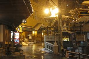 渋温泉の夜景の写真素材 [FYI04529147]