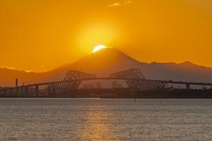 東京ゲートブリッジのダイヤモンド富士の写真素材 [FYI04529231]