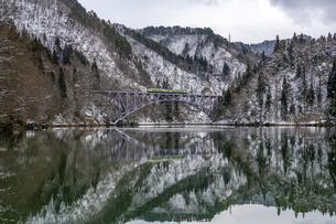 冬の只見線の写真素材 [FYI04529266]