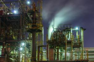 工場夜景(千鳥町貨物ヤード前)の写真素材 [FYI04529373]