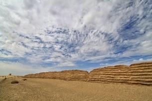 中国 甘粛省 敦煌 シルクロード 万里の長城 砂漠の写真素材 [FYI04529692]
