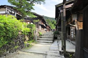 中山道 妻籠宿の写真素材 [FYI04529935]