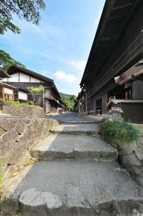 中山道 妻籠宿の写真素材 [FYI04529936]