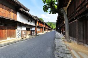 中山道 妻籠宿の写真素材 [FYI04529937]