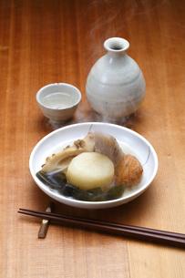 おでん・日本酒の写真素材 [FYI04530062]