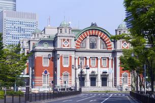 大阪市中央公会堂と新緑の写真素材 [FYI04530167]