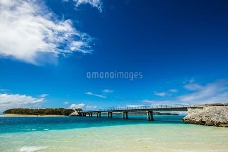 天国に一番近い島を結ぶムリ橋の写真素材 [FYI04530590]