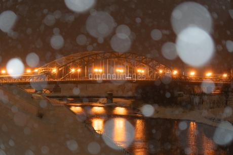 旭橋と玉ぼけの写真素材 [FYI04530713]