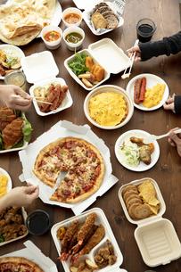 テイクアウトフードの食事の写真素材 [FYI04531328]