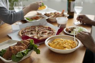 テイクアウトフードの食事の写真素材 [FYI04531349]