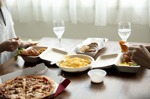 テイクアウトフードの食事の写真素材 [FYI04531365]