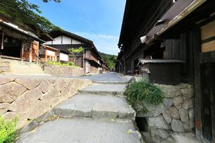 中山道 妻籠宿の写真素材 [FYI04531386]
