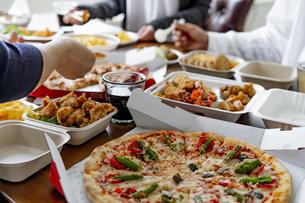 テイクアウトフードの食事の写真素材 [FYI04531494]