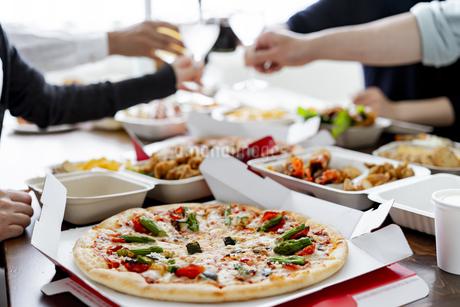 テイクアウトフードの食事の写真素材 [FYI04531502]