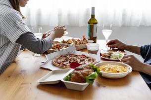 テイクアウトフードの食事の写真素材 [FYI04531509]