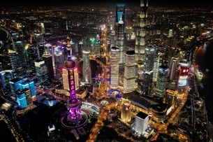 中国 上海 夜景 大都市 ビル群 東方明珠タワー 発展 未来の写真素材 [FYI04532313]