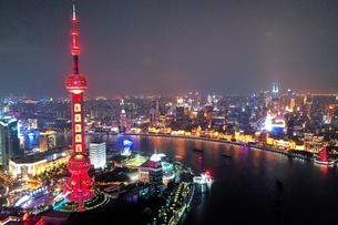 中国 上海 夜景 大都市 ビル群 東方明珠タワー 発展 未来の写真素材 [FYI04532319]