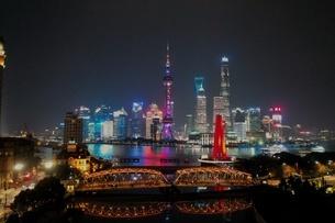 中国 上海 夜景 大都市 ビル群 東方明珠タワー 発展 未来の写真素材 [FYI04532321]
