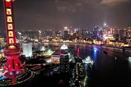 中国 上海 夜景 大都市 ビル群 東方明珠タワー 発展 未来の写真素材 [FYI04532326]