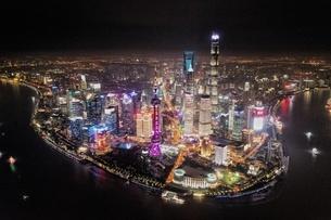 中国 上海 夜景 大都市 ビル群 東方明珠タワー 発展 未来の写真素材 [FYI04532333]