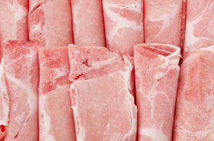 豚肩ローススライス(冷凍) アップの写真素材 [FYI04532409]