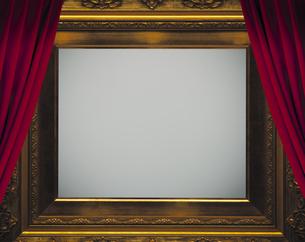 額縁と舞台幕の写真素材 [FYI04532683]