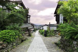 中山道 馬籠宿の写真素材 [FYI04533021]