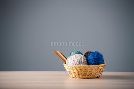 Yarn balls and crochet needlesの写真素材 [FYI04533028]