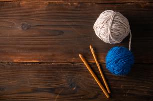 Yarn balls and crochet needlesの写真素材 [FYI04533055]