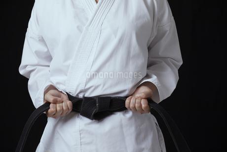 道着を着た若い日本人女性の写真素材 [FYI04533592]