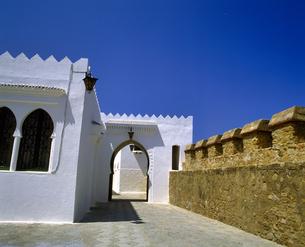 モロッコ アシラフの白い建物の写真素材 [FYI04534222]