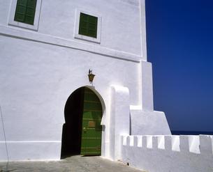 モロッコ アシラフの白い建物の写真素材 [FYI04534223]