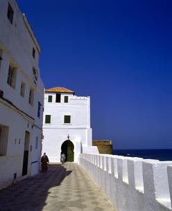 モロッコ アシラフの白い建物の写真素材 [FYI04534224]