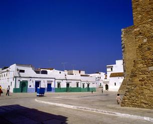 モロッコ アシラフの白い建物の写真素材 [FYI04534225]