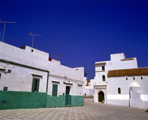 モロッコ アシラフの白い建物の写真素材 [FYI04534226]