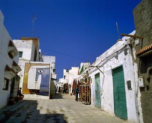 モロッコ アシラフの白い建物の写真素材 [FYI04534269]