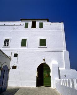 モロッコ アシラフの白い建物の写真素材 [FYI04534272]