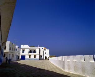 モロッコ アシラフの白い建物の写真素材 [FYI04534273]