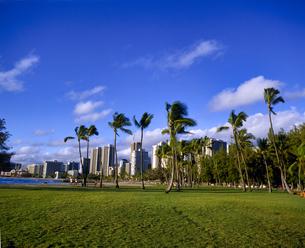 ハワイ州 オアフ島 ワイキキの高層ビルの写真素材 [FYI04534349]